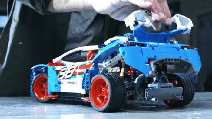 lego-technic-rally-car