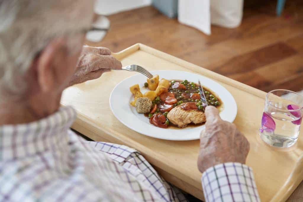 aide aux repas senior